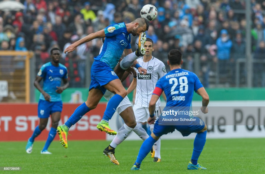 Gelson Fernandes of Eintracht Frankfurt challenges Mehmedalija Covic of TuS Erndtebrueck during the DFB Cup match between TuS Erndtebrueck and Eintracht Frankfurt at Leimbachstadion on August 12, 2017 in Siegen, Germany.