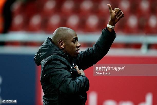 Gelson Fernandes of Freiburg applauds the fans after the Bundesliga match between Eintracht Braunschweig and SC Freiburg at Eintracht Stadion on...