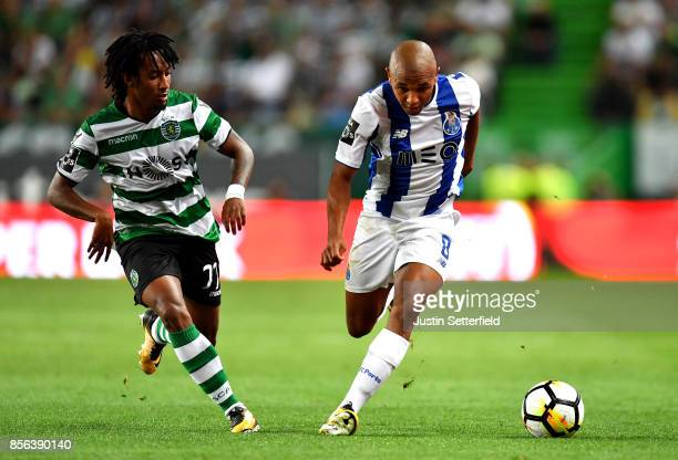 Gelson Martins of Sporting CP and Yacine Brahimi of Porto during the Primeira Liga match between Sporting CP and Porto at Estadio Jose Alvalade on...