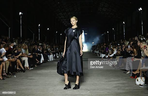 Gemma Ward walks the runway at the MercedesBenz Presents Ellery show at MercedesBenz Fashion Week Australia 2015 at Carriageworks on April 12 2015 in...