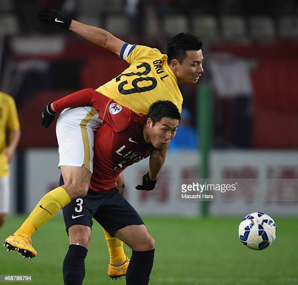 Gen Shoji of Kashima Antlers and Gao Lin of Guangzhou Evergrande compete for the ball during the AFC Champions League Group H match between Kashima...