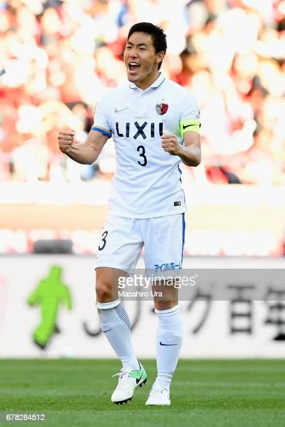 Gen Shoji of Kashima Antlers celebrates after his side's 10 victory in the JLeague J1 match between Urawa Red Diamonds and Kashima Antlers at Saitama...
