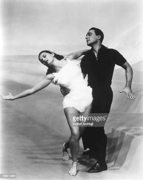 Gene Kelly dancing with Cyd Charisse in the musical 'Singin' In The Rain' directed by Gene Kelly and Stanley Donen for MGM