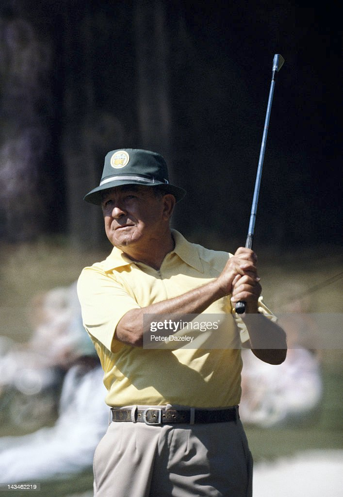 <a gi-track='captionPersonalityLinkClicked' href=/galleries/search?phrase=Gene+Sarazen&family=editorial&specificpeople=890883 ng-click='$event.stopPropagation()'>Gene Sarazen</a> of the USA during the 1981 Masters Tournament at Augusta National Golf Club on April 8, 1981 in Augusta, Georgia.