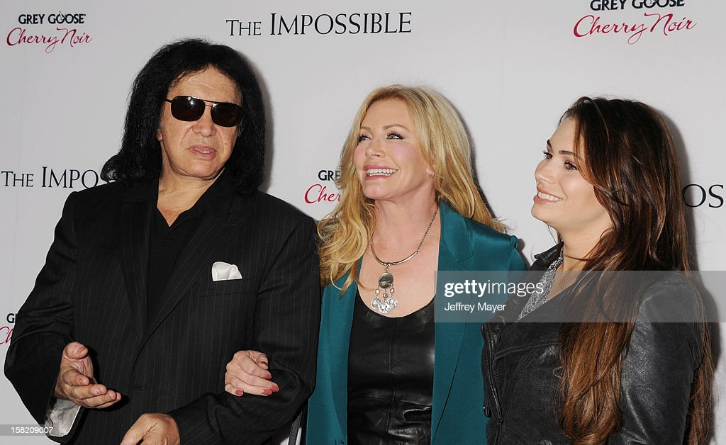 <a gi-track='captionPersonalityLinkClicked' href=/galleries/search?phrase=Gene+Simmons&family=editorial&specificpeople=138593 ng-click='$event.stopPropagation()'>Gene Simmons</a>, <a gi-track='captionPersonalityLinkClicked' href=/galleries/search?phrase=Shannon+Tweed&family=editorial&specificpeople=226528 ng-click='$event.stopPropagation()'>Shannon Tweed</a> and <a gi-track='captionPersonalityLinkClicked' href=/galleries/search?phrase=Sophie+Simmons&family=editorial&specificpeople=650233 ng-click='$event.stopPropagation()'>Sophie Simmons</a> arrives at the 'The Impossible' - Los Angeles Premiere at ArcLight Cinemas Cinerama Dome on December 10, 2012 in Hollywood, California.
