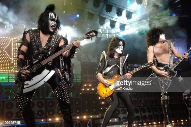 Gene Simmons Tommy Thayer and Paul Stanley of KISS