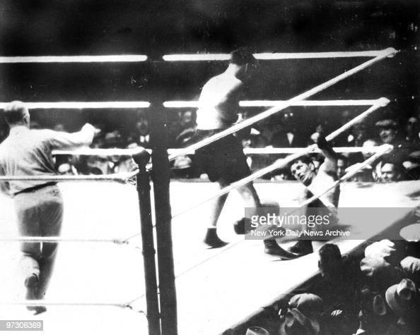 Gene Tunney vs Jack Dempsey Jack Dempsey stands over downed Gene Turnney