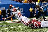 Geneo Grissom of the Oklahoma Sooners picks ups a fumble and runs it in for a touchdown against the Alabama Crimson Tide during the Allstate Sugar...