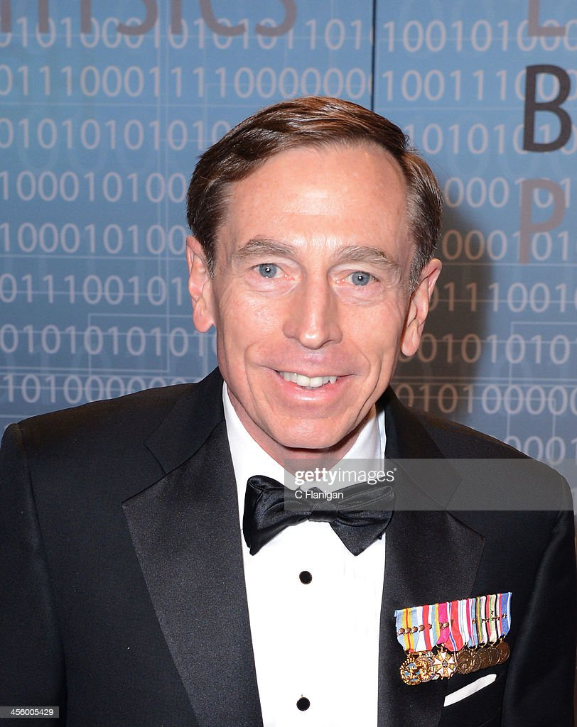 General David Petraeus arrives at the Breakthrough Prize Inaugural Ceremony at NASA Ames Research Center on - general-david-petraeus-arrives-at-the-breakthrough-prize-inaugural-picture-id456005429