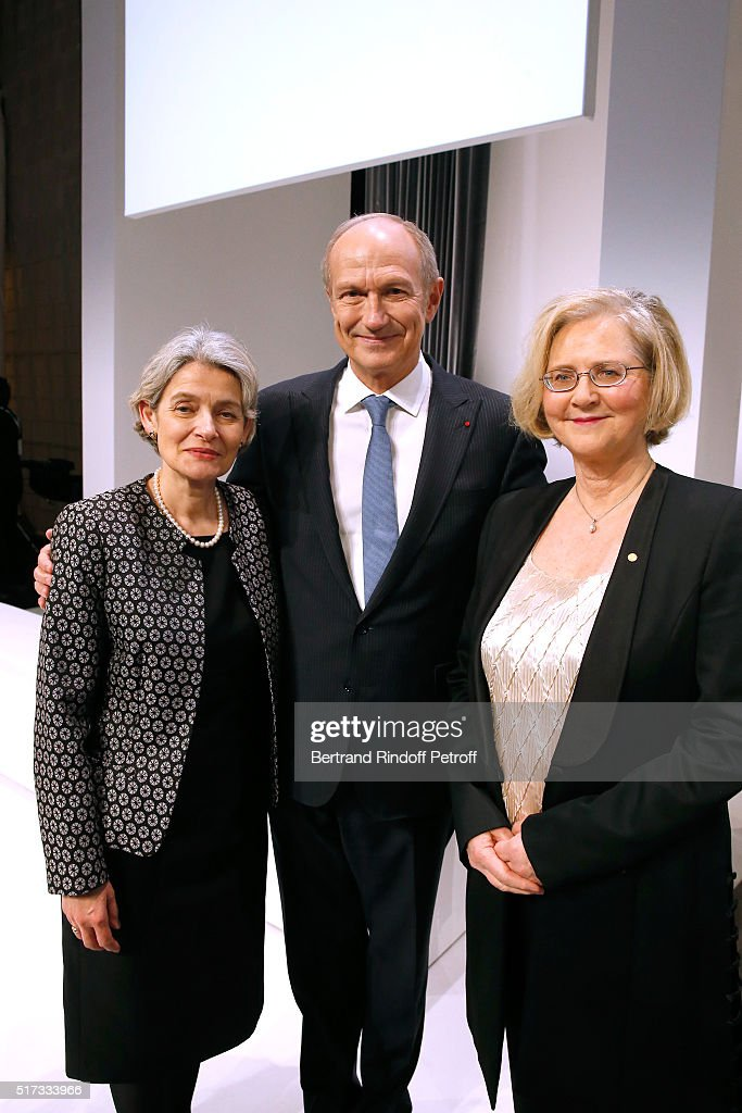General Director of UNESCO <a gi-track='captionPersonalityLinkClicked' href=/galleries/search?phrase=Irina+Bokova&family=editorial&specificpeople=6324408 ng-click='$event.stopPropagation()'>Irina Bokova</a>, Chairman & Chief Executive Officer of L'Oreal and Chairman of the L'Oreal Foundation Jean-Paul Agon and President of the Jury L'Oreal-UNESCO, Elizabeth H. Blackburn attend the 'L'Oreal-UNESCO Awards 2016 For Women in Science International', hosted by Fondation l'Oreal at Maison de la Mutualite on March 24, 2016 in Paris, France.