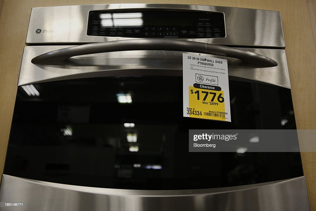 A General Electric Co. (GE) gas oven is displayed for sale at a Lowe's Cos. store in Torrance, California, U.S, on Thursday, Oct. 17, 2013. General Electric Co. is scheduled to release earnings figures on Oct. 18. Photographer: Patrick T. Fallon/Bloomberg via Getty Images