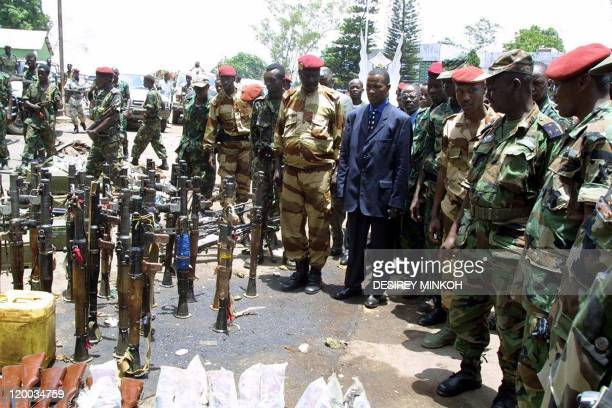General Francois Bozize 2ndR Central Africa's selfproclaimed new leader and Chadian officials look at guns collected by Chadian soldiers 24 March...