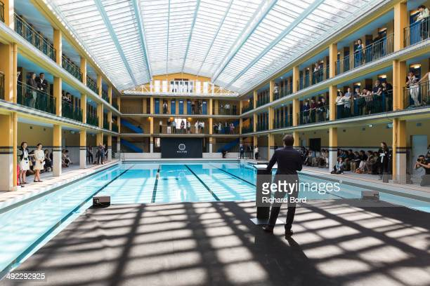 Piscine molitor stock photos and pictures getty images for Rooftop piscine molitor