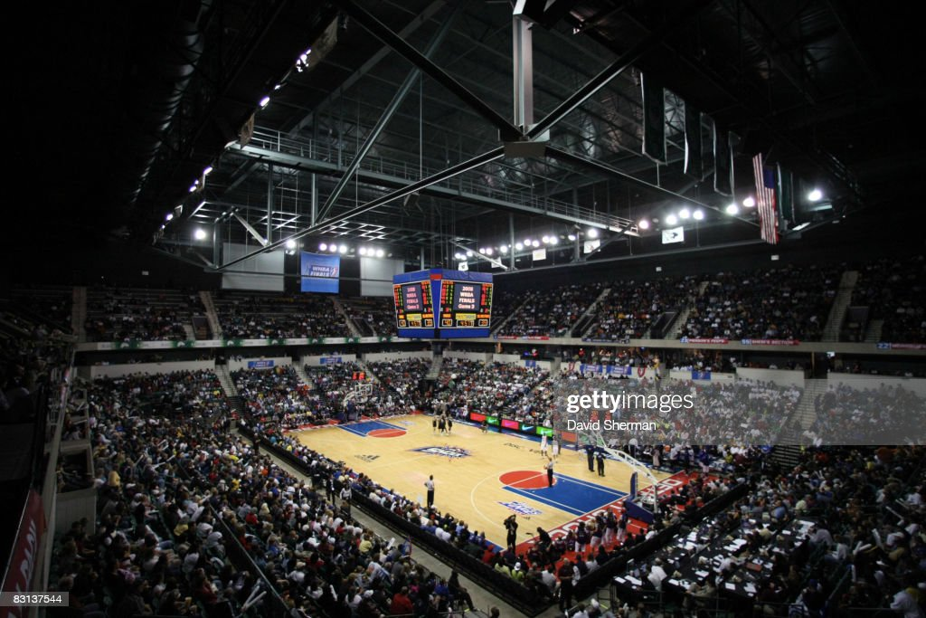 A general overall view of the San Antonio Silver Stars against the Detroit Shock during Game Three of the WNBA Finals on October 5 2008 at the...