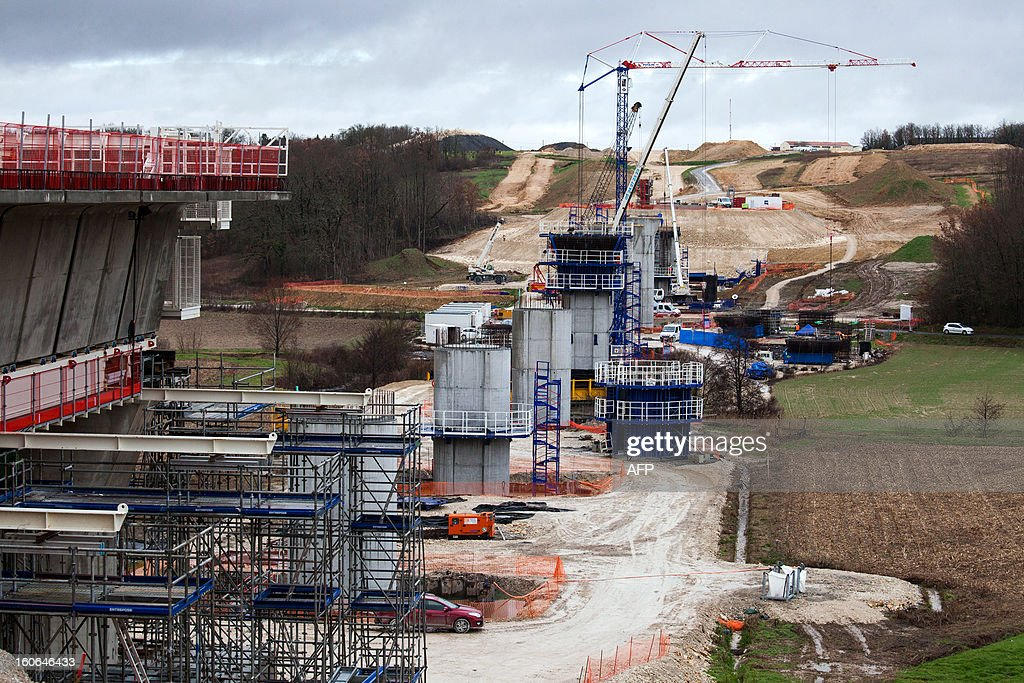 General picture taken on February 4, 2013 in Roullet-Saint-Estephe shows the installation of the first voussoirs of the first bridge of the Tours-Bordeaux LGV high speed train line.