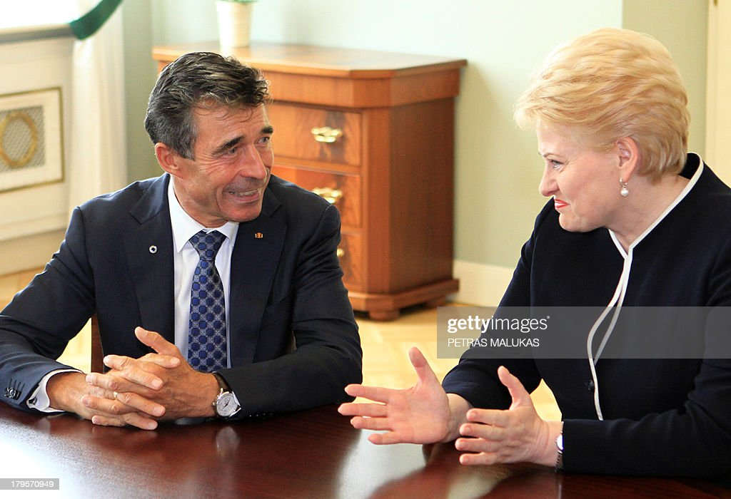 General Secretary Anders Fogh Rasmussen (L) and Lithuania's President Dalia Grybauskaite talk during a meeting in Vilnius on September 5, 2013. AFP PHOTO / PETRAS MALUKAS