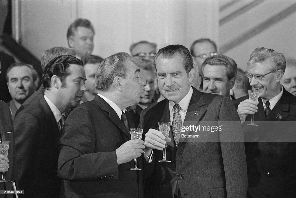 General Secretary of the Soviet Communist Party Leonid I. Brezhnev, (L) offers a toast to President <a gi-track='captionPersonalityLinkClicked' href=/galleries/search?phrase=Richard+Nixon&family=editorial&specificpeople=92456 ng-click='$event.stopPropagation()'>Richard Nixon</a> following the signing of the Strategic Arms Limitation Pact here on May 26th, between the U. S. and the U