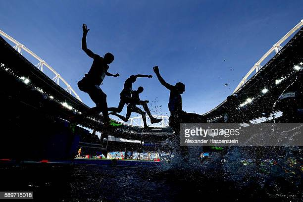 A general view as athletes compete in round one of the Men's 3000m Steeplechase on Day 10 of the Rio 2016 Olympic Games at the Olympic Stadium on...