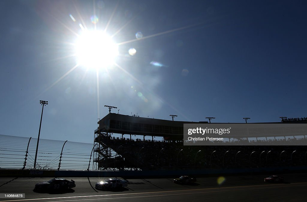 A general view as cars compete during the NASCAR Sprint Cup Series SUBWAY Fresh Fit 500 at Phoenix International Raceway on March 4 2012 in Avondale...