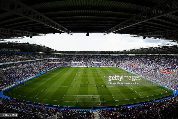 A general view as play begins during the Barclays Premiership match between Reading and Middlesbrough at the Madejski Stadium on August 19 2006 in...
