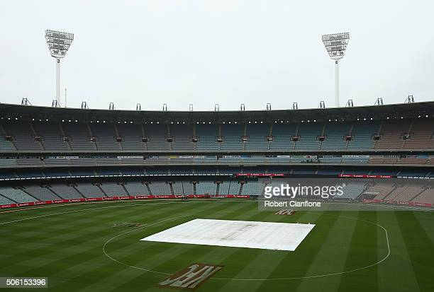 A general view as rain falls prior to the Women's Big Bash League Semi Final match between the Hobart Hurricanes and the Sydney Sixers at the MCG on...