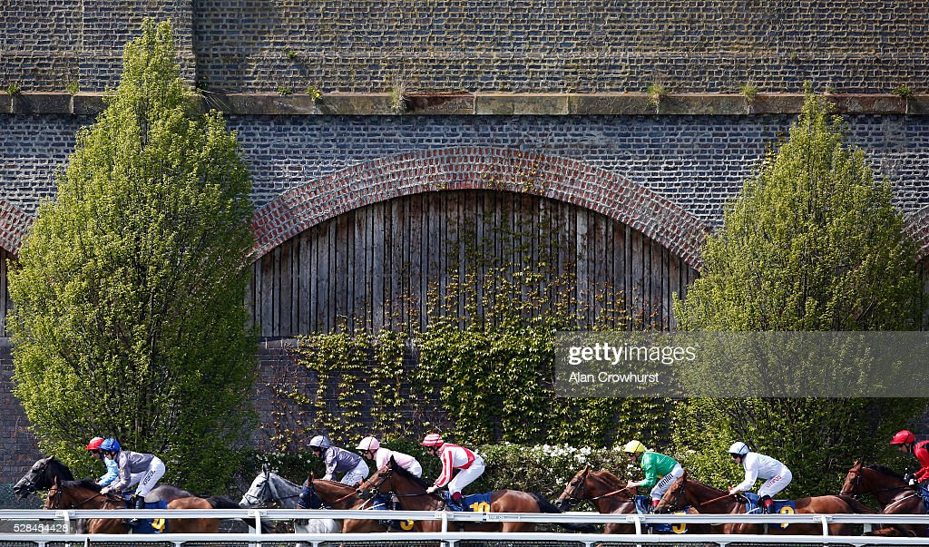 A general view as runners make their way down the side of the track at Chester racecourse on May 5, 2016 in Chester, England.