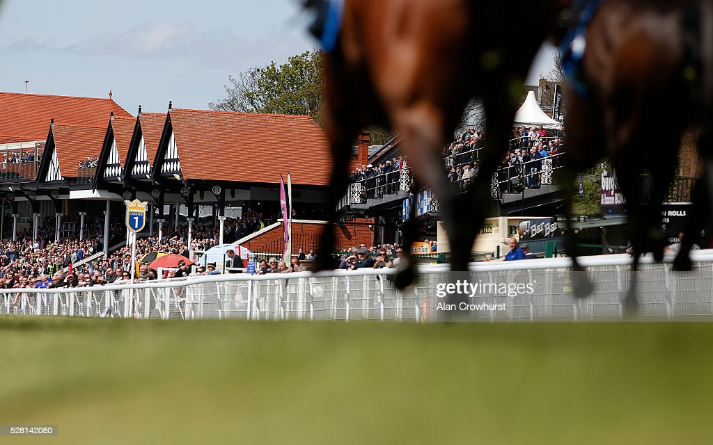 A general view as runners make their way towards the finish at Chester racecourse on May 4, 2016 in Chester, England.