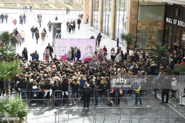 A general view during a meet greet with the german twins Lisa and Lena M on April 19 2017 in Berlin Germany