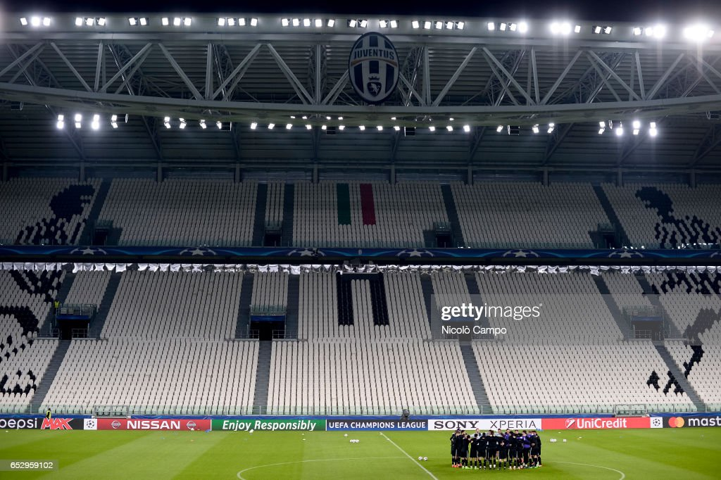 General view during the FC Porto training on the eve of the...