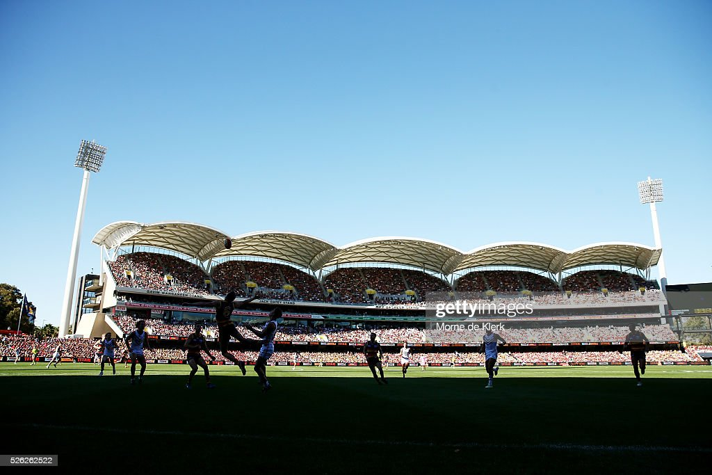 A general view during the round six AFL match between the Adelaide Crows and the Fremantle Dockers at Adelaide Oval on April 30, 2016 in Adelaide, Australia.