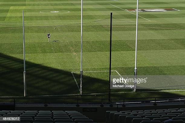 A general view is seen as David Ellard of the Blues warms up before the round 21 AFL match between the Carlton Blues and the Melbourne Demons at...