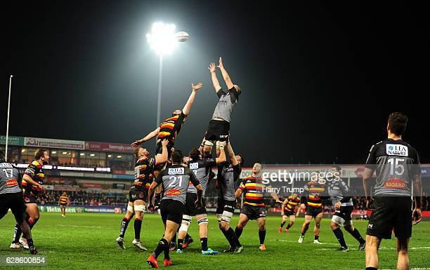 General view of a line out during the European Rugby Challenge Cup match between Gloucester Rugby and La Rochelle at Kingsholm Stadium on December 8...