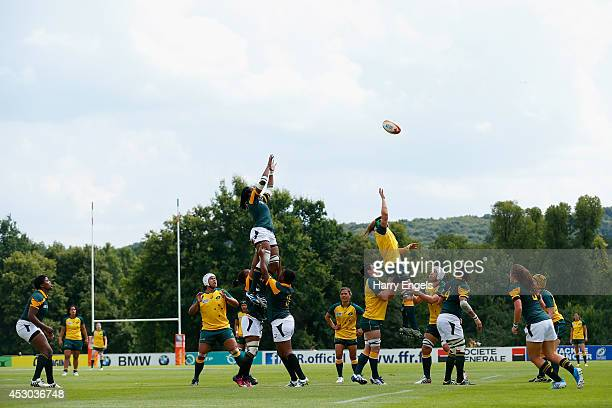 A general view of a lineout during the IRB Women's Rugby World Cup Pool C match between Australia and South Africa at the French Rugby Federation...