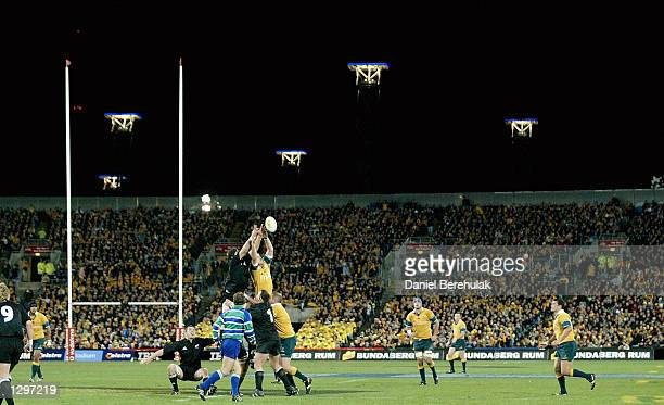 General View of a lineout during the Tri Nations Rugby Union test match between Australia and New Zealand played at Telstra Stadium in Sydney...
