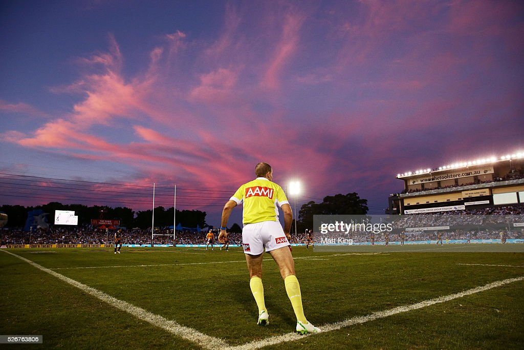 A general view of a touch judge during the round nine NRL match between the Cronulla Sharks and the Brisbane Broncos at Southern Cross Group Stadium on May 1, 2016 in Sydney, Australia.