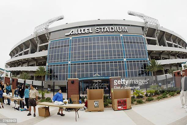 A general view of Alltel Stadium as the Indianapolis Colts come into town to take on the Jacksonville Jaguars on November 9 2003 in Jacksonville...