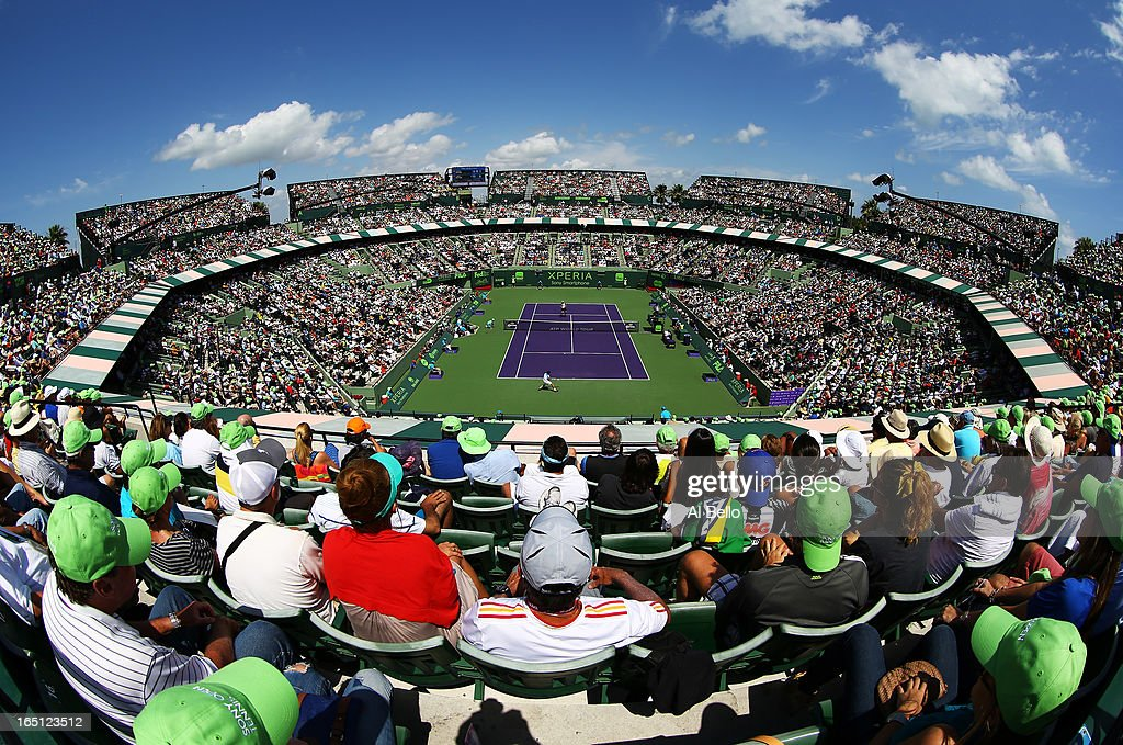 A General view of <a gi-track='captionPersonalityLinkClicked' href=/galleries/search?phrase=Andy+Murray+-+Tennis+Player&family=editorial&specificpeople=200668 ng-click='$event.stopPropagation()'>Andy Murray</a> of Great Britain against David Ferrer of Spain during the finals of the Sony Open at Crandon Park Tennis Center on March 31, 2013 in Key Biscayne, Florida.