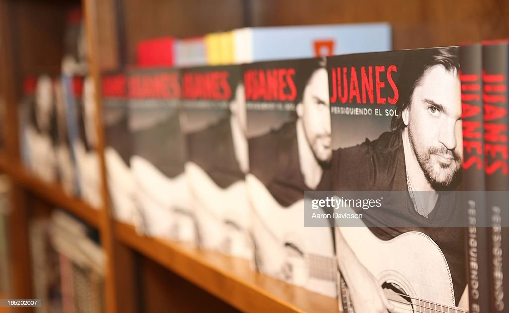 A general view of atmosphere as Juanes greets fans and signs copies of his book 'Chasing The Sun' at Books and Books on April 1, 2013 in Coral Gables, Florida.