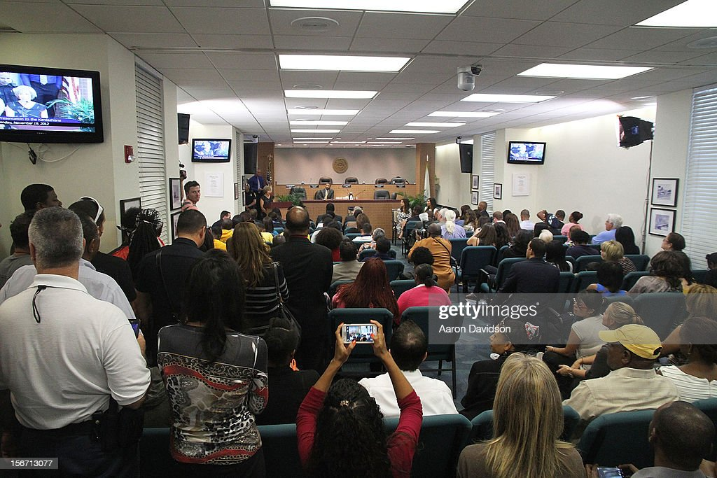 A general view of atmosphere as Khloe, Kim And Kourtney Kardashian receive key to the City Of North Miami on November 19, 2012 in North Miami, Florida.