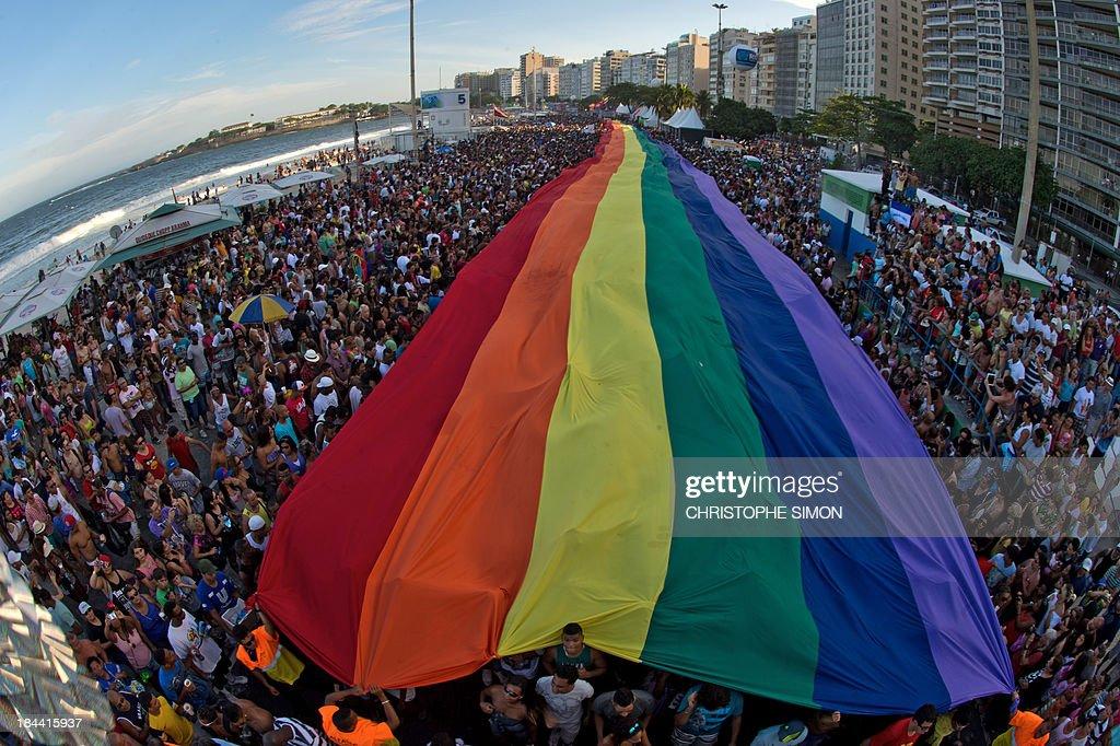 General view of Copacabana beach during the gay pride parade in Rio de Janeiro, Brazil on October 13, 2013. AFP PHOTO / CHRISTOPHE SIMON