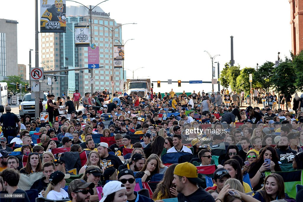 A general view of fans outside of Consol Energy Center prior to Game One of the 2016 NHL Stanley Cup Final between the Pittsburgh Penguins and the San Jose Sharks on May 30, 2016 in Pittsburgh, Pennsylvania.