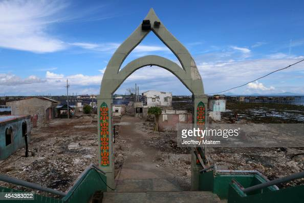 A general view of Mariki village on August 30 2014 in Zamboanga Philippines Houses burned after urban fighting involving soldiers and Muslim rebels...