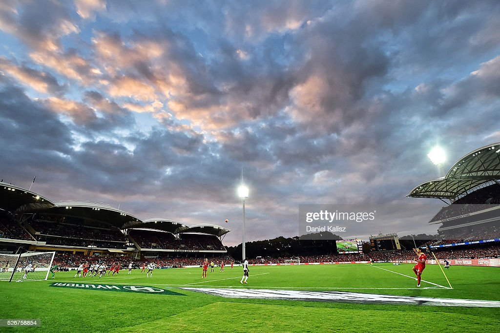 A general view of play during the 2015/16 A-League Grand Final match between Adelaide United and the Western Sydney Wanderers at Adelaide Oval on May 1, 2016 in Adelaide, Australia.