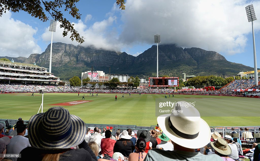 General view of play during the 5th Momentum ODI match between South Africa and England at Newlands Stadium on February 14, 2016 in Cape Town, South Africa.