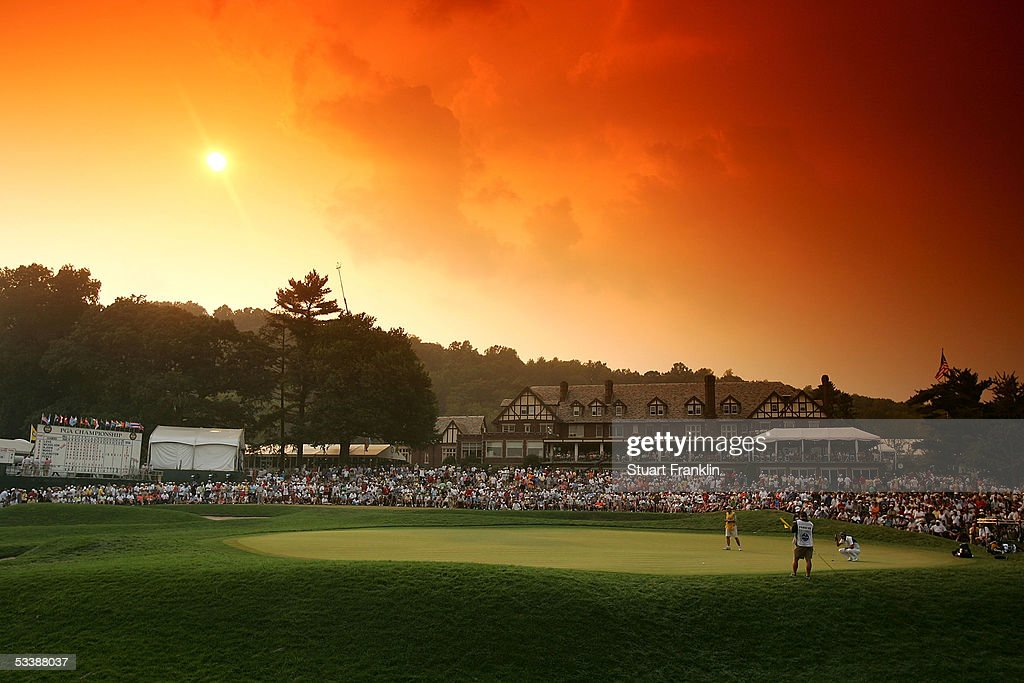 A general view of play on the 18th green during the final round of the 2005 PGA Championship at Baltusrol Golf Club on August 14, 2005 in Springfield, New Jersey.