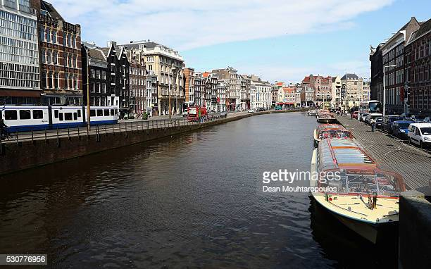 A general view of Rokin canal and Oude Turfmarkt from Nieuwe Doelenstraat and Doelensluis on May 11 2016 in Amsterdam Netherlands