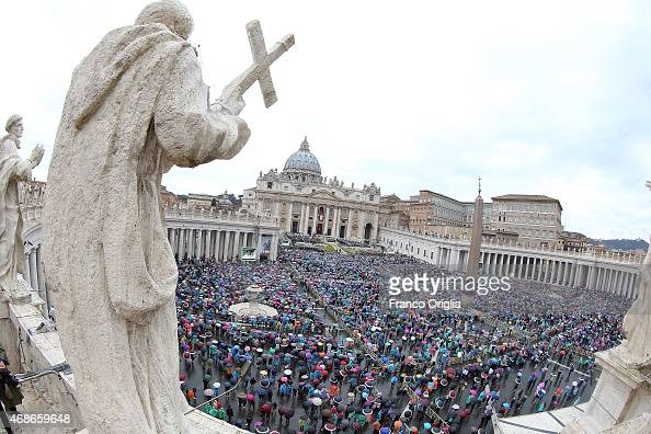A general view of St Peter's Square during the Easter Massgiven by Pope Francis on April 5 2015 in Vatican City Vatican Tens of thousands of people...