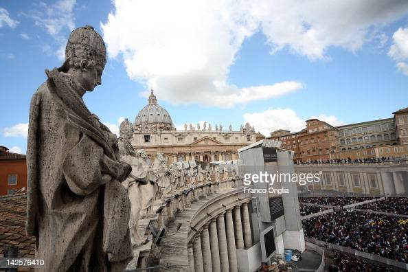 A general view of St Peter's square during the Holy Easter Mass held by pope Benedict XVI on April 8 2012 in Vatican City Vatican A general view of