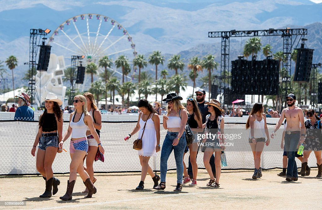 Fans dance as Amanda Shires performs during Stagecoach 2016 in Indio, California on May 1, 2016. / AFP / VALERIE