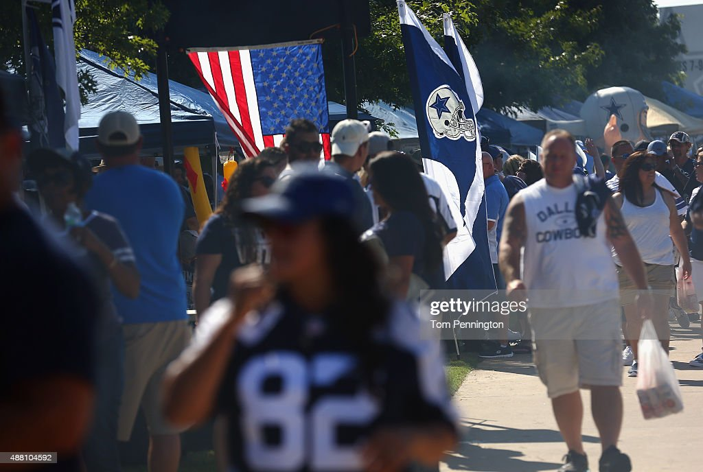 A general view of tailgate action before the New York Giants take on the Dallas Cowboys at AT&T Stadium on September 13, 2015 in Arlington, Texas.